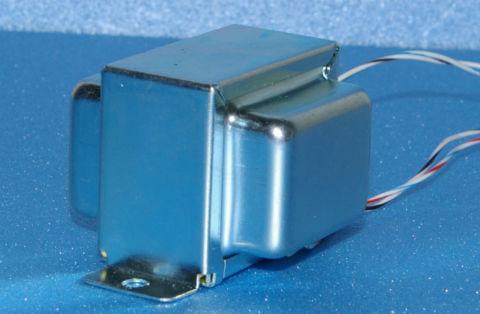 小型パーマロイ ラインアウトトランスの写真です。
